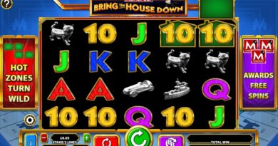 Play Monopoly Bring The House Down slot