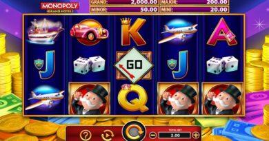 Play Monopoly Grand Hotel slot